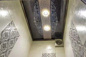 Фото натяжные потолки в туалет